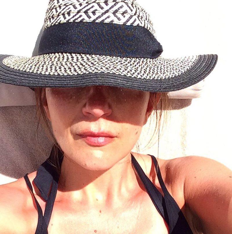 Lizzi Richardson in beach hat