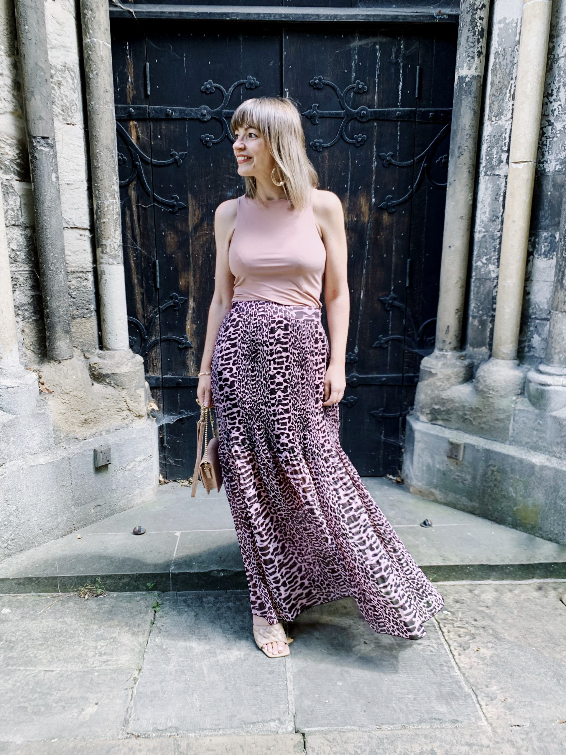 How to wear a maxi skirt for a stylish look