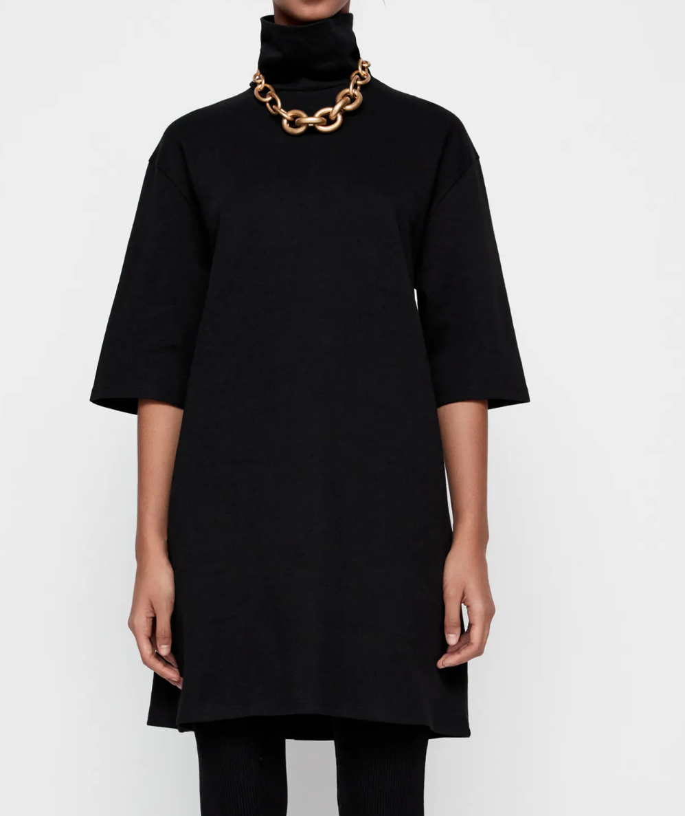 black dress with gold chain