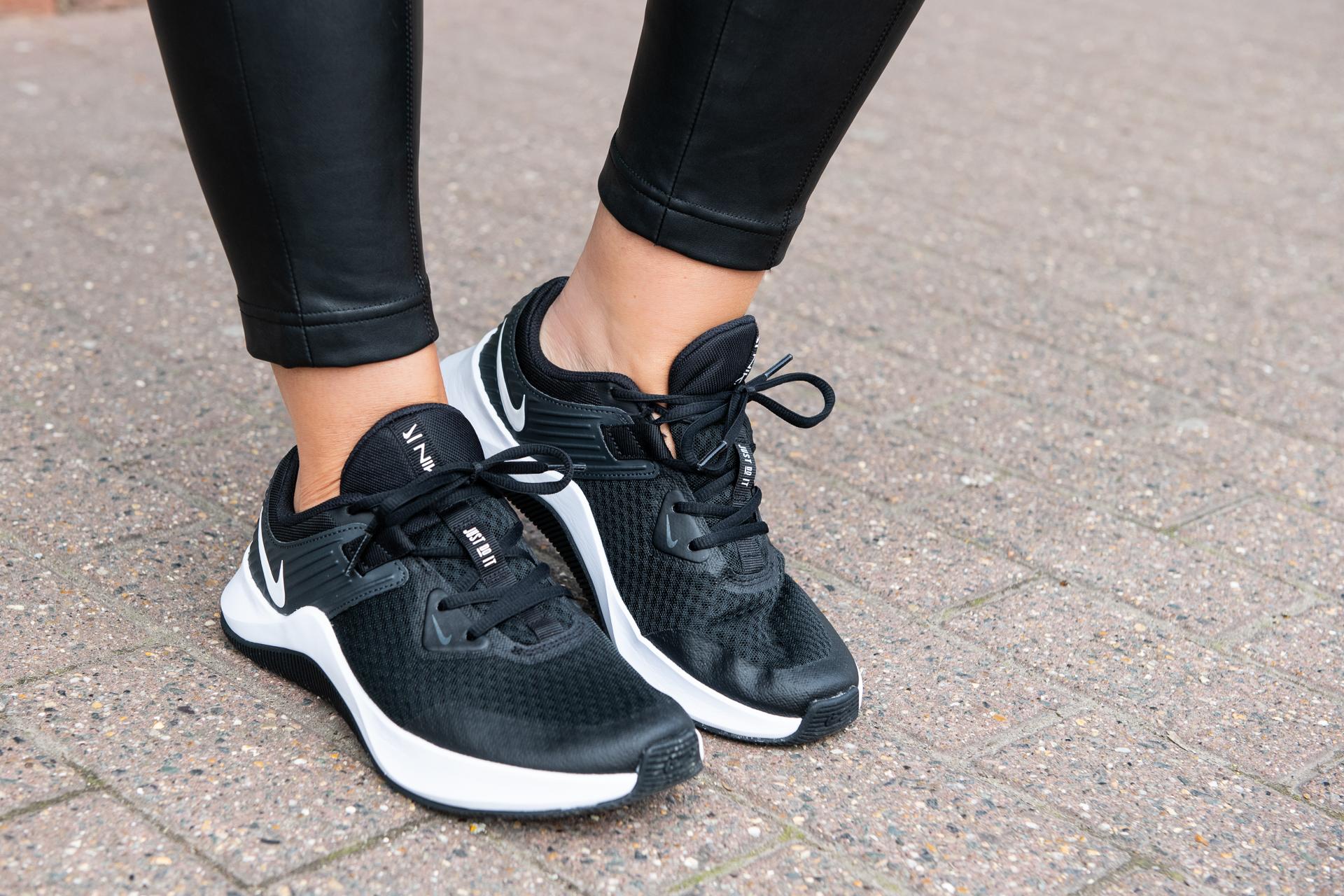 NIKE women's trainers