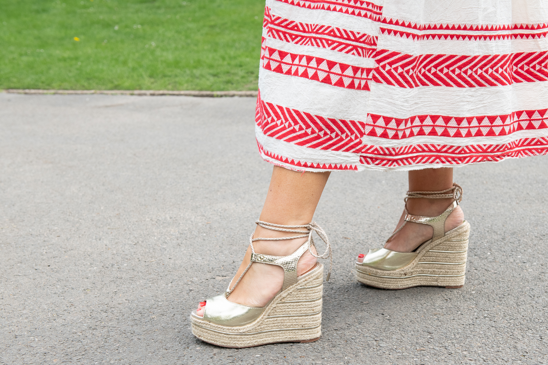 5 SHOES THAT WILL GO WITH EVERY SUMMER OUTFIT YOU OWN