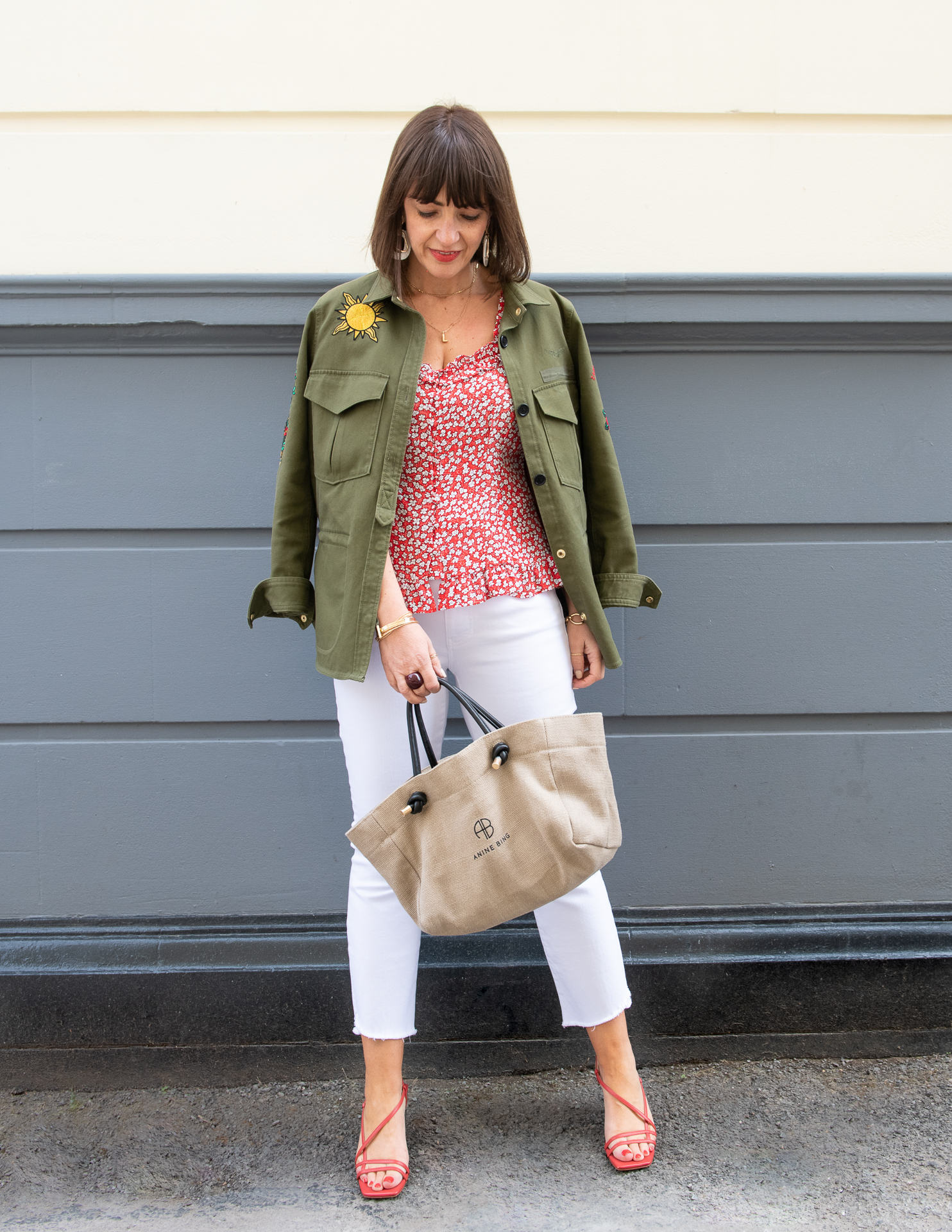 TRANSITION YOUR SUMMER WHITES WITH THE AUTUMN TREND OF KHAKI, HERE'S HOW