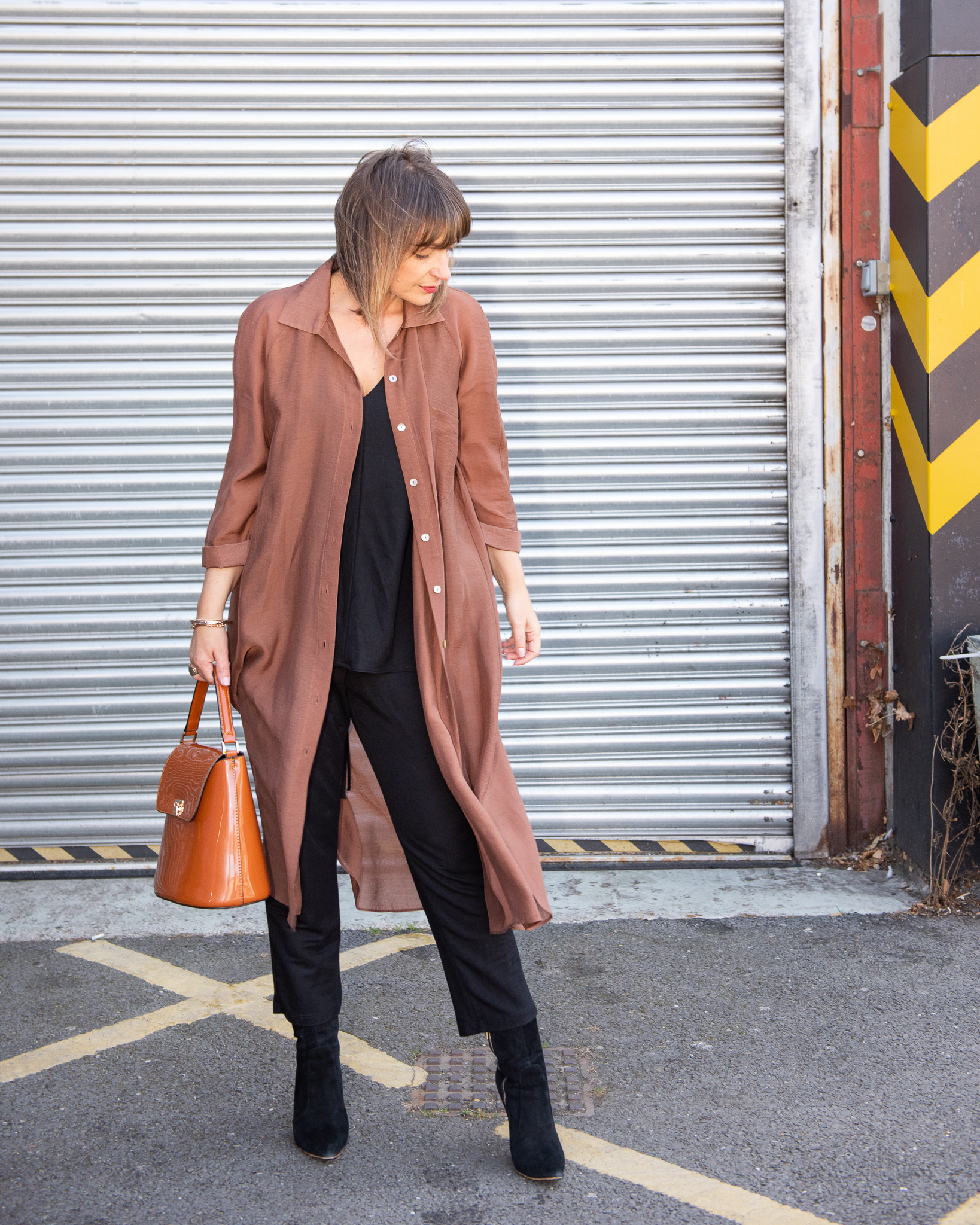 OUTFIT OF THE DAY WITH A BLACK JUMPSUIT AND BROWN ACCESSORIES